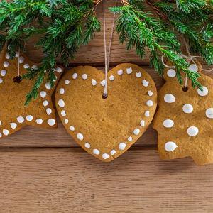 Lukier wieńczy dzieło. Kilka przepisów na domowy lukier do świątecznych pierniczków