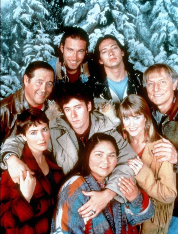 NORTHERN EXPOSURE (US TV SERIES 1990-1995) UNIVERSAL TV l to r back row, JOHN CORBETT, DARREN E. BURROWS BARRY CORBIN, ROB MORROW, CYNTHIA GEARY,  JOHN CULLUM, JANINE TURNER AND ELAINE MILES PICTURE FROM THE RONALD GRANT ARCHIVE NORTHERN EXPOSURE (US TV SERIES 1990-1995) UNIVERSAL TV l to r back row, JOHN CORBETT, DARREN E. BURROWS BARRY CORBIN, ROB MORROW, CYNTHIA GEARY, JOHN CULLUM, JANINE TURNER AND ELAINE MILES     Date:
