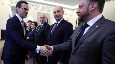 Premier Mateusz Morawiecki i minister zdrowia Łukasz Szumowski