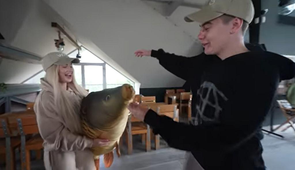 Ekipa wyruszyła na ryby. Wersow zdobyła gigantyczną, pluszową podobiznę ryby