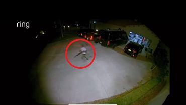 Jon Jones gonił złodzieja, trzymając strzelbę