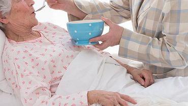 Nasi rodzice się starzeją - wymagają pomocy, trzeba wozić ich po lekarzach, wystać po recepty, robić zakupy, ogarniać mieszkanie. Na urlop nie można pojechać dłużej niż na tydzień
