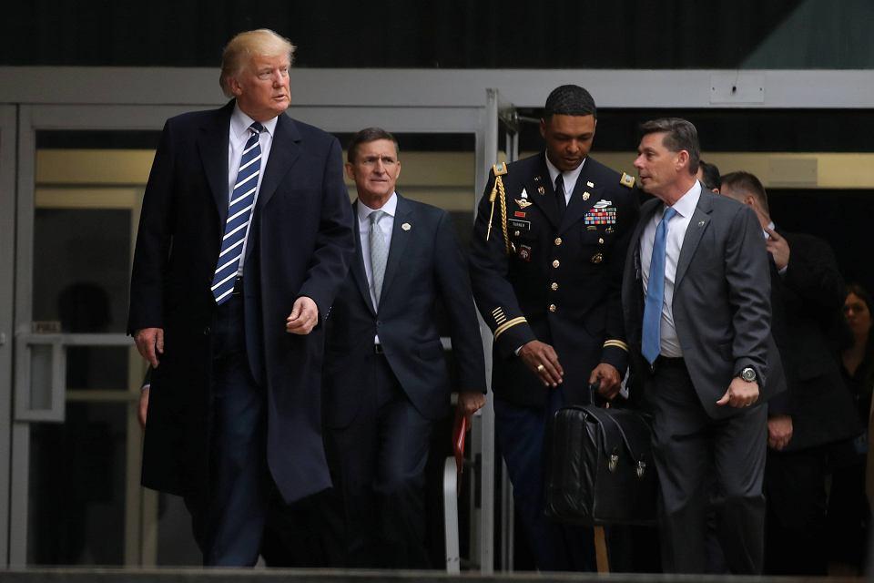 Od lewej: Donald Trump i jego doradca ds. bezpieczeństwa Michael Flynn