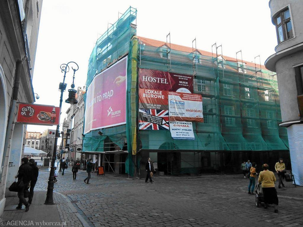 Na Starym Rynku już prawie nie ma szpecących płacht reklamowych