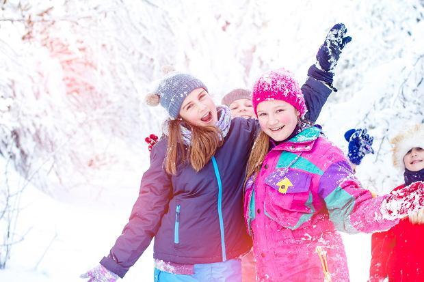 Bezpieczne ferie zimowe 2020 - na co zwrócić uwagę, gdy dziecko wyjeżdża samo?