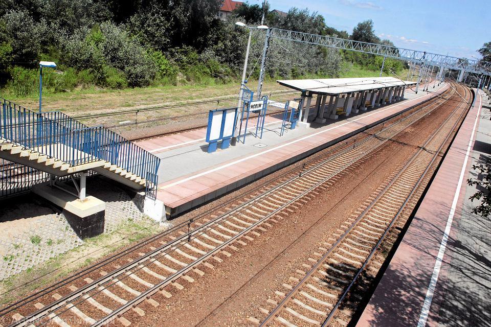Dworzec kolejowy w Modlinie. Do lotniska wciąż trzeba dojechać autobusem. 19 czerwca 20120