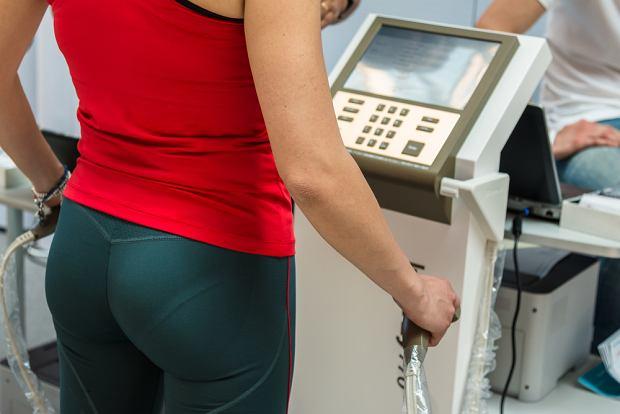 Analiza składu ciała jest techniką pozwalającą na dokładne określenie ilości masy tłuszczowej ciała (tkanka tłuszczowa) oraz masy beztłuszczowej (woda, mięśnie, kości)