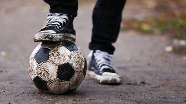 buty męskie, sportowe buty, brudne buty, zniszczone buty