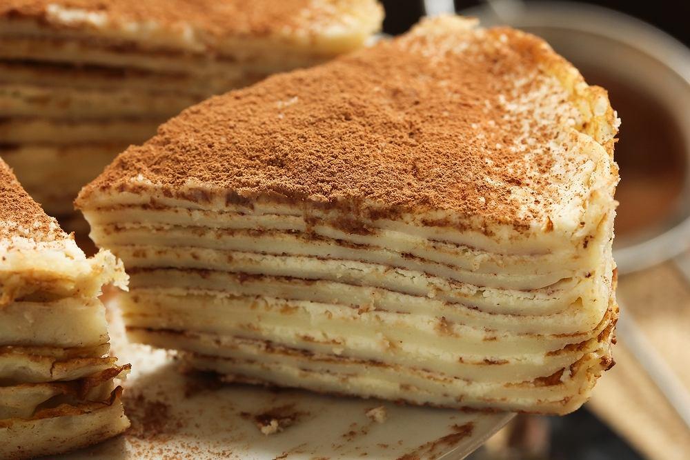 Piernik nie zawsze musi być w wersji klasycznej. Zaszalej i zrób piernikowy tort naleśnikowy [PRZEPIS]