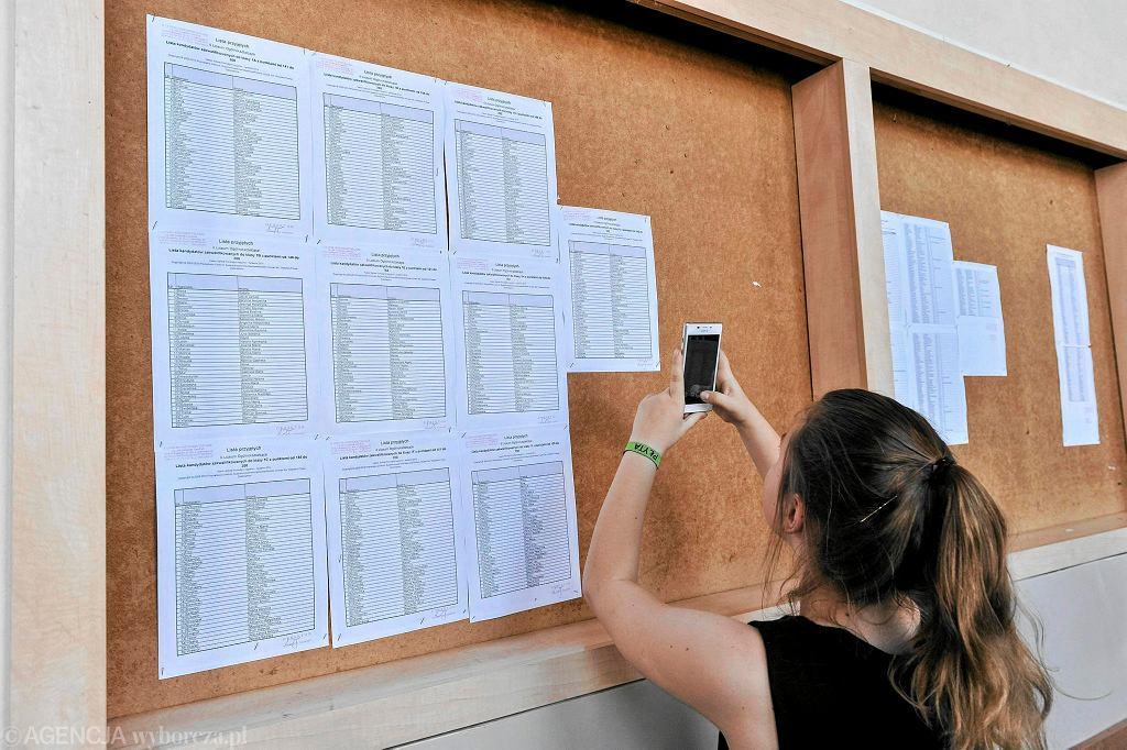 Lista przyjętych do liceum (zdjęcie ilustracyjne)