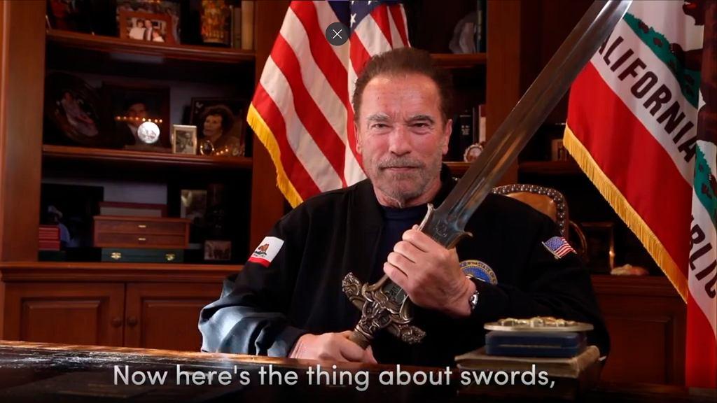 Arnold Schwarzenegger krytykuje Donalda Trumpa i pokazuje miecz z filmu 'Conan barbarzyńca'