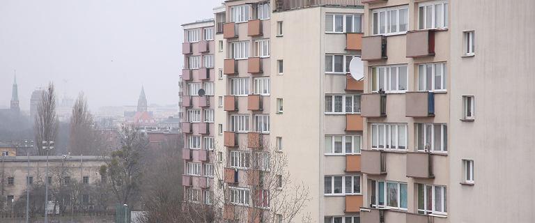 Łódź. Nie żyje dwuletni chłopiec. Wypadł z okna na szóstym piętrze