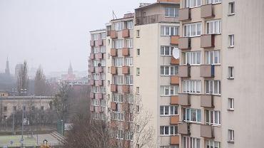Chłopiec wypadł z szóstego piętra bloku w Łodzi. Zdjęcie ilustracyjne