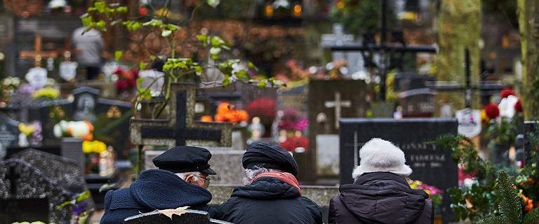 """Nagrobki, grobowce są... """"własnością właściciela cmentarza""""?"""