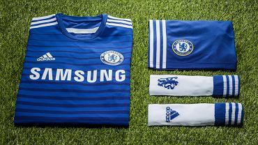 Sezon 2013/2014 już niemal za nami, głową powoli jesteśmy już przy mundialu, a dla projektantów to okres , w którym prezentują oni to, nad czym pracowali cały sezon. W jakich koszulkach wystąpią najlepsze kluby piłkarskie w nowym sezonie? Zobacz w naszej galerii! Na dobry początek stroje Chelsea