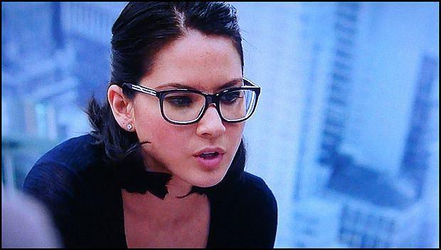Oliva Munn jako Sloan Sabbith