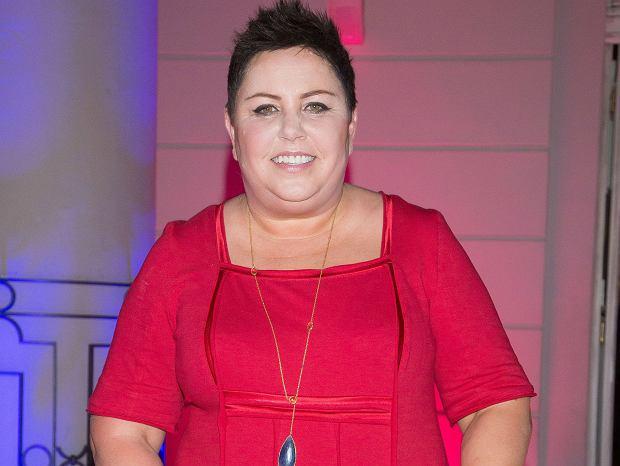 6c9c367b600836 Dorota Wellman w czerwonej sukience. To fason idealny dla sylwetki typu  jabłko