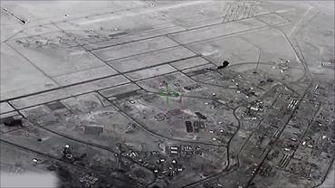 Irańska rakieta, a konkretniej jej głowica, widoczna w lewym górnym rogu