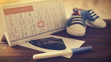 Kiedyś ciążę liczono w miesiącach. Dziś, zarówno lekarze, jak i literatura, dla określenia czasu ciąży podają nie tylko trymestry, miesiące, ale i tygodnie ciąży, co nieco komplikuje sprawę.