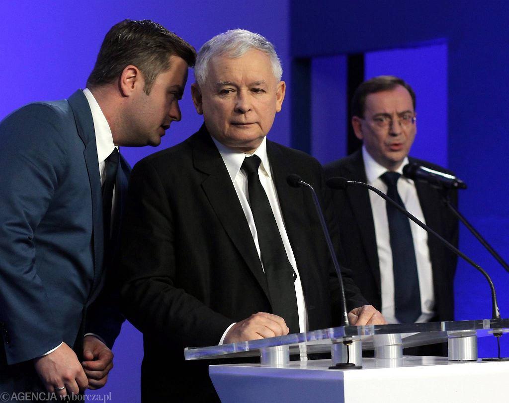 Od lewej: Adam Hofman, Jarosław Kaczyński i Mariusz Kamiński