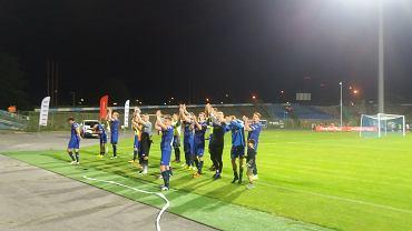 Zawodnicy Stomilu Olsztyn cieszą się po wygranej z Podbeskidziem Bielsko-Biała