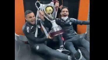 Nietypowa radość piłkarzy CFR Cluj ze zdobytego Superpucharu Rumunii