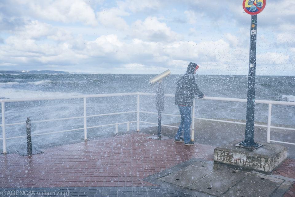 Pogoda w poniedziałek, 14 stycznia 2019 r. Wiatr i sztorm na Bałtyku. Gdańsk, Brzeźno