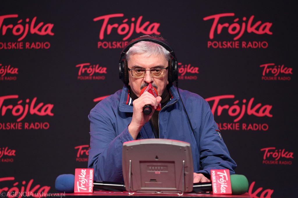 Marek Niedźwiecki w trakcie prowadzenia Listy Przebojów Programu 3 Polskiego Radia .