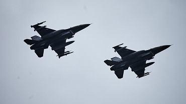 F-16 podczas ćwiczeń w polskim Łasku