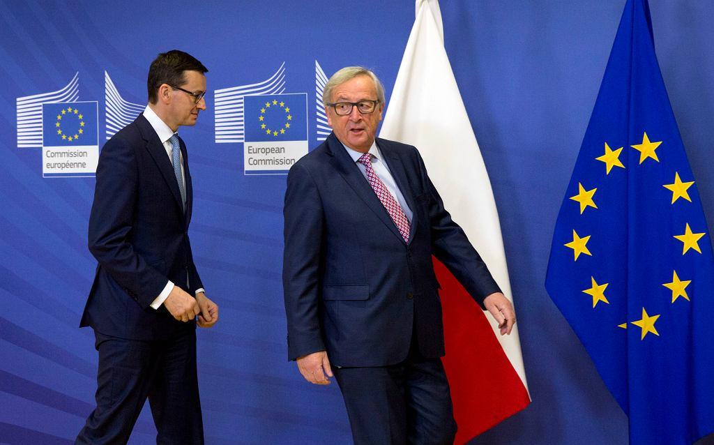 Premier rządu PiS Mateusz Morawiecki i przewodniczący Komisji Europejskiej Jean-Claude Juncker podczas wspólnej konferencji. Bruksela, 9 stycznia 2018