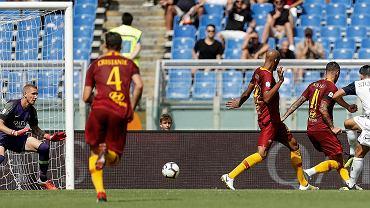 Mariusz Stępiński strzela Romie gola, który ratuje dla Chievo Werona wyjazdowy remis