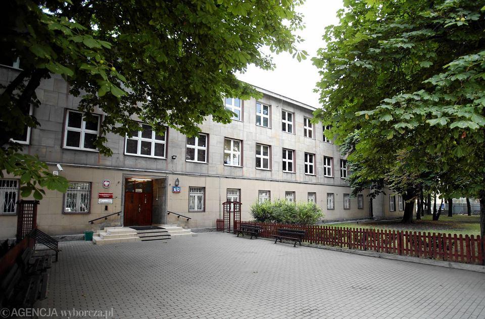 42. gimnazjum przy ul. Twardej, symbol stołecznej reprywatyzacji