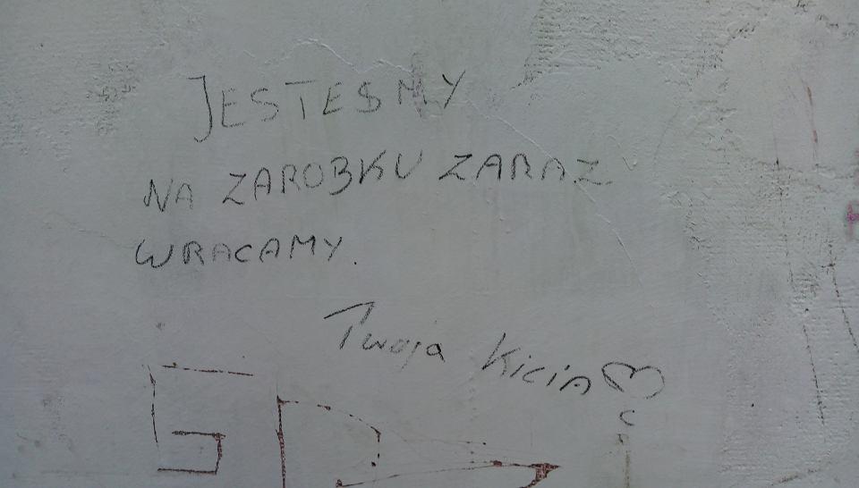 Napis na ścianie warszawskiego bajzlu