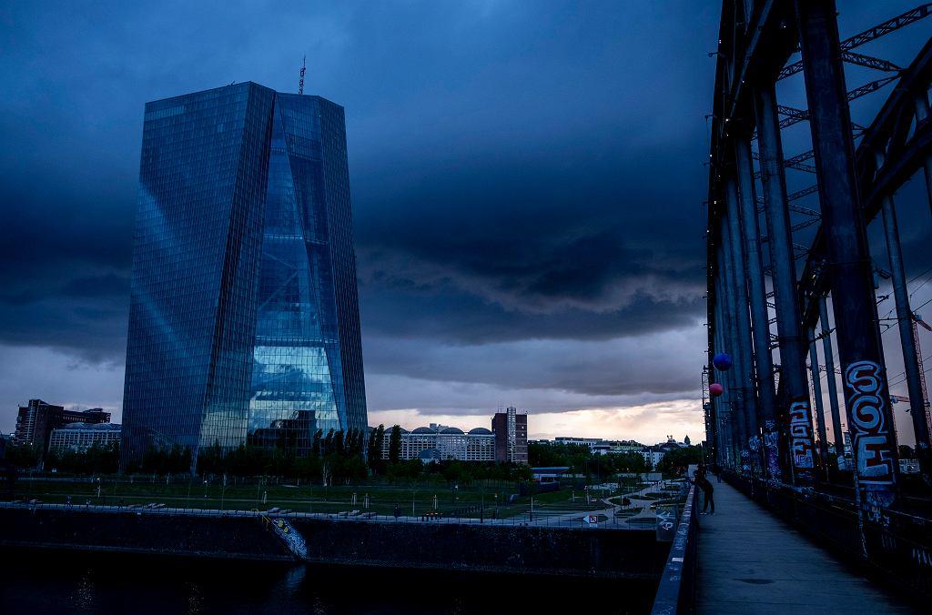 MFW tnie prognozy dla globalnej gospodarki. Na zdjęciu Frankfurt, Niemcy, siedziba Europejskiego Banku Centralnego.