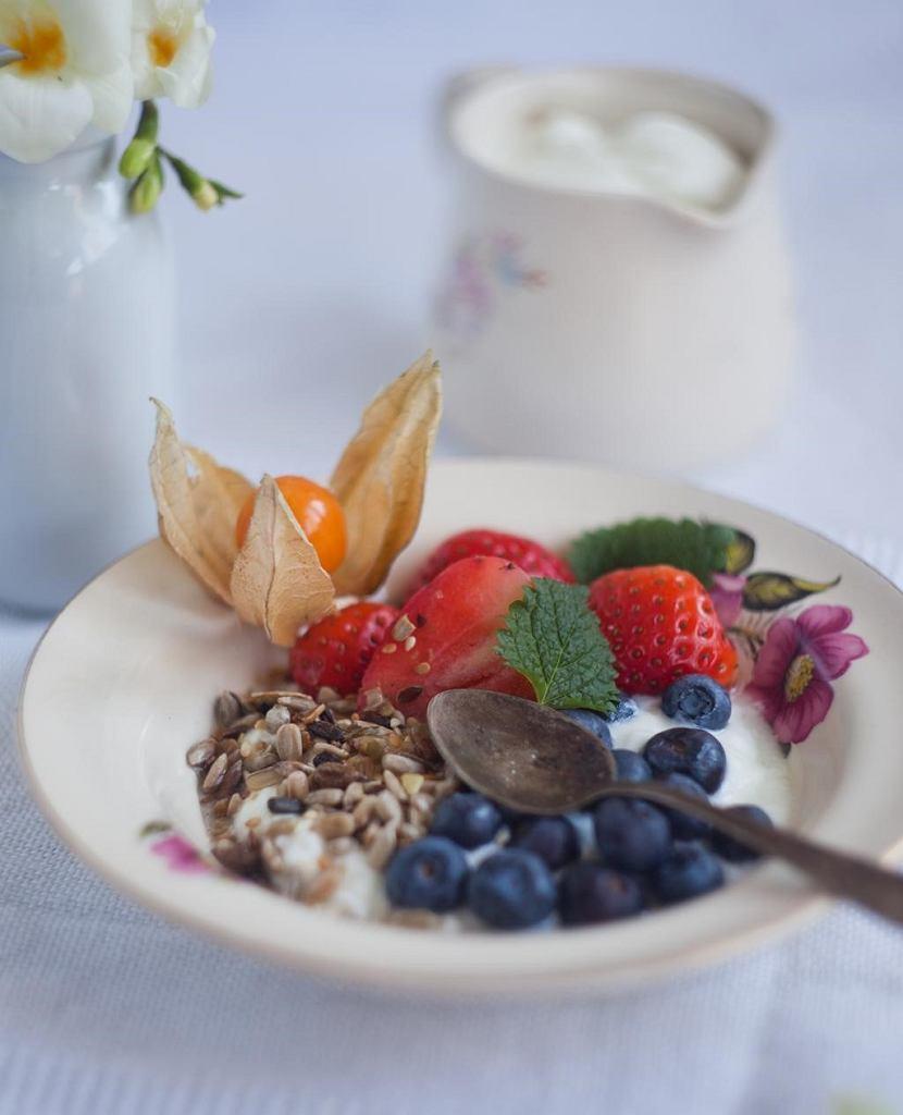 Jogurt naturalny z owocami