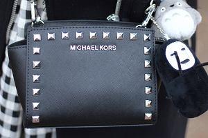 Czarne torby Versace, Michael Kors i Guess - eleganckie i praktyczne
