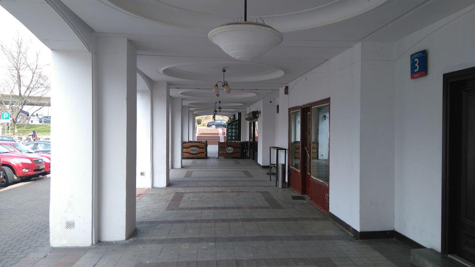 Zdjęcie numer 2 w galerii - Samowola zniknęła z Mariensztatu.