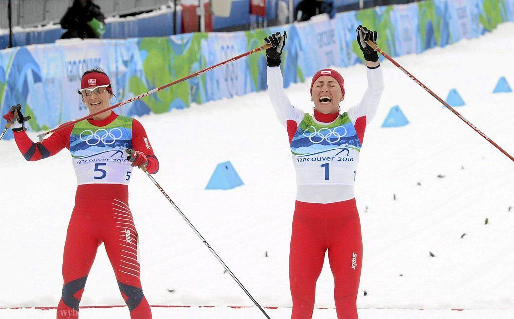 Justyna Kowalczyk wygrywa finisz z Marit Bjoergen i zdobywa olimpijskie złoto