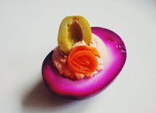 Piklowane jajka w occie z buraków - ugotuj