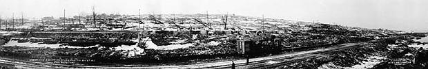 Panorama na najbardziej zniszczoną dzielnicę Halifaxu. Eksplozja miała miejsce po prawej stronie za fotografem