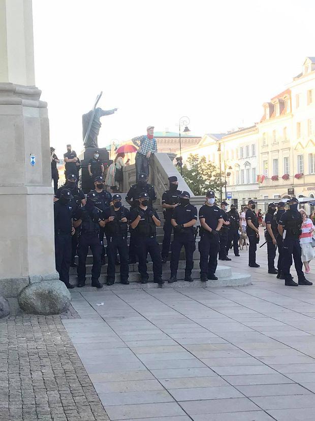 Policjanci na Krakowskim Przedmieściu