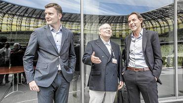 """Andrzej Juskowiak (z lewej) w towarzystwie Franza Josefa Wernze i Joaquima """"Quima"""" Machado. Z całej trójki w klubie pozostał już tylko właściciel Lechii."""