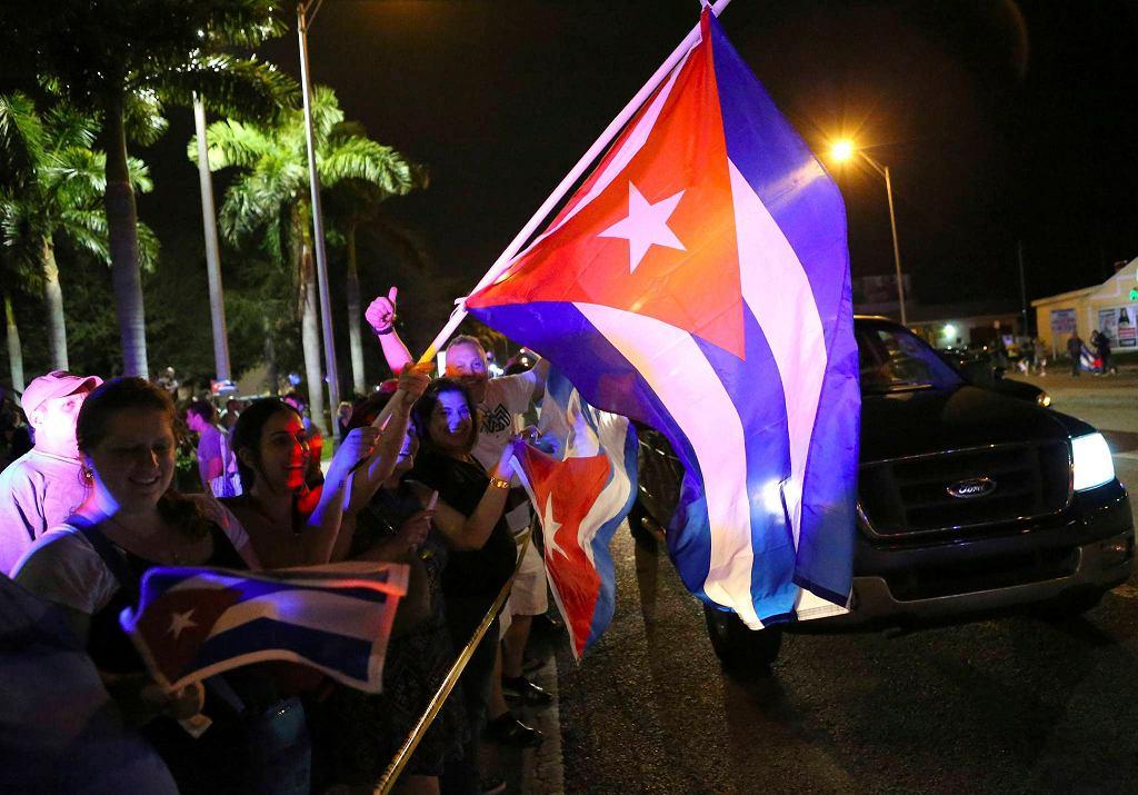 Gdy w nocy ogłoszono śmierć Fidela Castro Hawana pogrążyła się w żałobie. A w odległej o 400 km Małej Hawanie Kubańczycy nie kryli łez radości