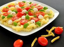 Sałatka z makaronem, pomidorami i mozzarellą - ugotuj