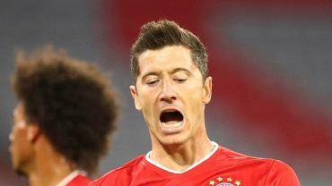 Robert Lewandowski cieszy się z gola w meczu Bayern Monachium - Schalke
