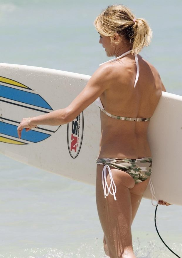 Mandatory Credit: Photo by Mark Chilvers / Rex Features  Cameron Diaz  Cameron Diaz surfing at Waikiki Beach, Hawaii - 23 May 2007    SURFBOARD  BACK REAR VIEW BIKINI CAMOUFLAGE PRINT 666442e