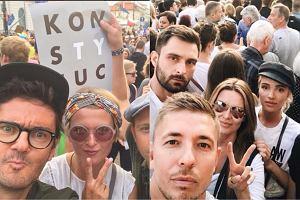 Znani protestują