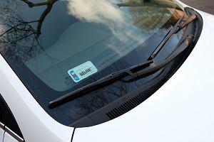 Jak dbać o wycieraczki samochodowe? Przyczyny problemów, wymiana, dobór piór wycieraczek, konserwacja