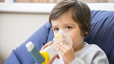Do leczenia astmy oskrzelowej stosuje się leki wziewne, które najmłodszym mogą być podawane przez tzw. tubę