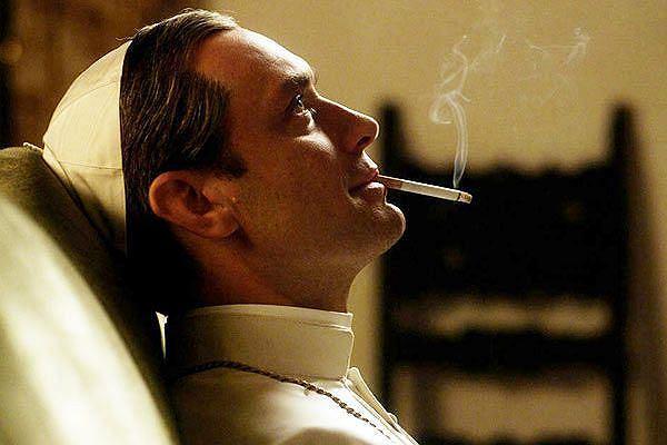 Jude Law jako tytułowy 'młody papież' w serialu Paola Sorrentino
